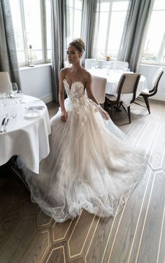 3D-Floral Appliques Wedding Dresses 2017 Pearl Beaded Hand Made Flowers Sweetheart Tulle Bridal Gowns Open Back Sexy Elegant Brides Dress