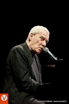 Paolo Conte (Asti, 6 gennaio 1937) è un cantautore, paroliere e polistrumentista #TuscanyAgriturismoGiratola