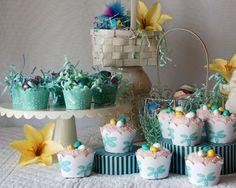 038_easter_cupcake_wrappers_tiffany_blue.