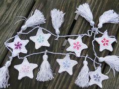 Crochet Flower Bunting, Crochet Bunting Pattern, Crochet Flowers, Baby Cardigan Knitting Pattern Free, Knitting Patterns Free, Free Pattern, Crochet Patterns, Easy Crochet Hat, Crochet Stars