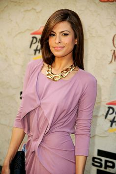 Eva Mendes in a lovely shade of lavender, showing she can do pastels as well as bold colors.  The chunky gold necklace was an excellent choice.