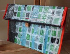 Como hacer tela de plástico a partir de bolsas de plástico. Plastic Bag Crafts, Recycled Plastic Bags, Fused Plastic, Plastic Art, Painted Canvas Bags, Diy Clothes Videos, Textiles Techniques, Reuse Recycle, Pin Cushions