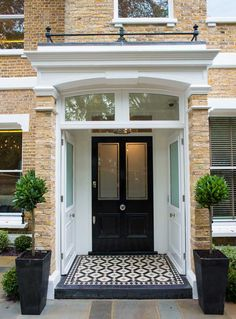 The front page can give an excellent first impression to emphasize the design of the house you have. Some modern front yard landscaping ideas will help… Continue Reading → Victorian Front Doors, Victorian Porch, Victorian Homes, 1930s Porch, House Front Door, House With Porch, House Entrance, Entrance Hall, Door Design