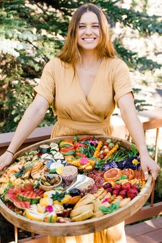 Hosting an outdoor family-friendly party is easy in the summertime. Serve a Grilled Fruit Vegetable Charcuterie Board; an easy way to bring people together. Charcuterie Platter, Charcuterie And Cheese Board, Cheese Boards, Party Food Platters, Food Trays, Grilled Fruit, Grilled Vegetables, Antipasto, Fresh Fruit Salad