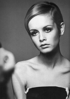 Twiggy showing off her famous pixie cut - 1970s