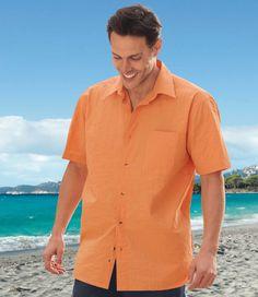 Chemise Évasion : Dans son coloris abricot lumineux qui évoque la terre du sud, cette agréable chemise sera de toutes les sorties détente de l'été. Vous aimerez son coton fileté (qualité 120 g/m² env.) souple, frais et confortable. La coupe est soignée en tous points avec un col à pointes libres, une poche poitrine, 2 plis d'aisance dos qui apportent de l'ampleur et des fentes côtés pour un porter facile sur un pantalon ou un bermuda. Bas droit, finitions doubles surpiqûres. 100 % coton…