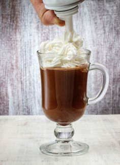 Egyből a legjobbat: nutellás forró csoki, az idei kedvenc | NLCafé Café Chocolate, Chocolate Cookies, My Recipes, Cookie Recipes, Mousse, Hungarian Recipes, Cacao, Diy Food, Healthy Drinks