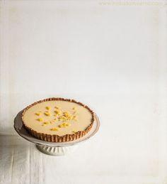 Clásica tarta de limón francesa, con relleno de crema de limón, mucha mantequilla, base de masa sablé. Elaboración con fotos paso a paso.
