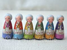 custom 2 inch wood dolls for 6 sisters Wood Peg Dolls, Clothespin Dolls, Craft Gifts, Diy Gifts, Wooden People, Tiny Studio, Tiny Dolls, Wooden Pegs, Cata