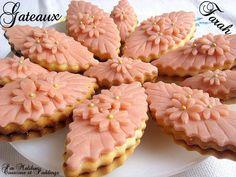 Sablés à la Confiture et Pâte d'amande - Gâteaux Farah - Couscous et Puddings