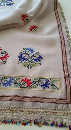 This Pin was discovered by Zeh Embroidery Patterns Free, Hand Embroidery Stitches, Embroidery Designs, Cross Stitch Borders, Cross Stitch Patterns, Estilo Hippie, Blackwork, Bargello, Needlework
