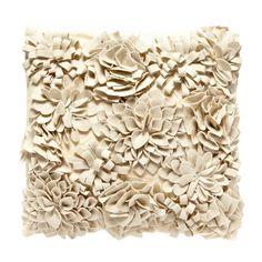 Красиви и стилни аксесоари от Debenhams, колекция есен 2013. Дизайнерски предмети, които внасят уют и топлина във вашия дом. Заповядайте в Bulgaria Mall, етаж 0.
