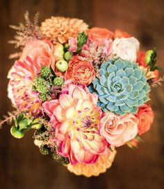 Coral and green fall wedding bouquet ideas