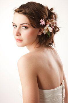 bruidskapsel met bloemen