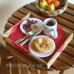 PetitPlat es el nombre con el que se conoce al arte de hacer comida en miniatura a mano, aunque en los últimos años esta forma de arte se ha extendido grac