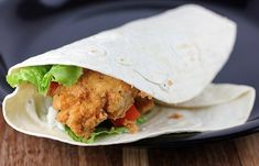 This is a copycat recipe for the Twisters from KFC restaurant. The Twister consists of fried chicken strips, lettuce, tomato and pepper mayonnaise. Copycat Recipes, New Recipes, Dinner Recipes, Cooking Recipes, Healthy Recipes, Dinner Ideas, Fondue Recipes, Easy Recipes, Kfc Restaurant