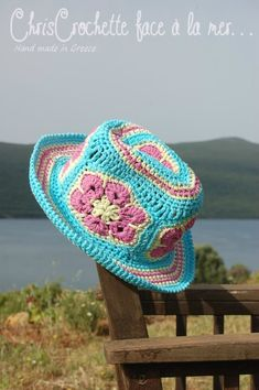 Another cute crochet hat, perfect for summer :) Crochet Adult Hat, Crochet For Kids, Crochet Baby, Knit Crochet, Crochet Motif, Crochet African Flowers, Crochet Flowers, Pink Flowers, Grannies Crochet