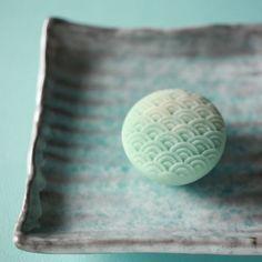 Japanese Snacks, Japanese Sweets, Japanese Food, Edible Food, Edible Art, Tea Japan, Japanese Wagashi, Cute Food Art, Asian Snacks