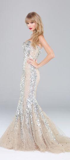 Taylor Swift Elle Canada December 2012. My fav magazine photoshoot. I LOVEE her dress❤❤❤!