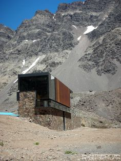 Celik, kamen i staklo, arh. dRN Arquitectos u Cileu | Steel, stone & glass on Skibox Portillo by dRN Arquitectos in Los Andes, Chile