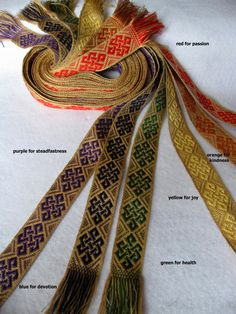 Durham Weaver - Handfasting bands for weddings Inkle Weaving, Inkle Loom, Card Weaving, Tablet Weaving Patterns, Loom Patterns, Yarn Thread, Weaving Projects, Handfasting, Tear