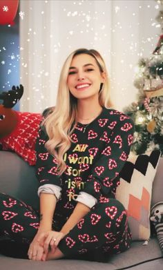 Pewdiepie, Marzia And Felix, Marzia Bisognin, Western Dresses, Models, Winter Christmas, Rihanna, Youtubers, Christmas Sweaters