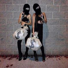 31 Halloween Costume Ideas for You and Your BFF Sexy Burglars – Easy BFF Halloween Costume More from my site Sun and moon diy easy Halloween costumes. Halloweekend 51 Halloween Costume Ideas for You and Your BFF Matching Halloween Costumes, Cute Group Halloween Costumes, Trendy Halloween, Couple Halloween, Bff Costume Ideas, Diy Halloween, Group Costumes, Women Halloween, Halloween Duos