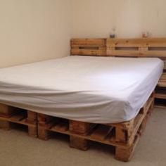 Beutiful and comfy bed made out of pallets