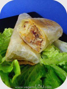 Nems. - feuilles de riz Paris Store - vermicelles chinois - carottes - protéines de soja - oignon - ail - gingembre - noix de cajou (- champignon noir) + salade