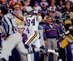 Vikings wide receiver Randy Moss makes a fingertip catch for a 62-yard completion during the fourth quarter of a 21-16 Minnesota loss to Pittsburgh.