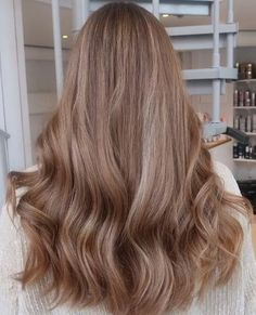 Nice brown hair application in this hair texture Beige Blonde Hair, Brown Hair Balayage, Brown Hair With Highlights, Brunette Hair, Platinum Blonde, Brown Hair Color Shades, Brown Hair Colors, Beige Hair Color, Cheveux Beiges