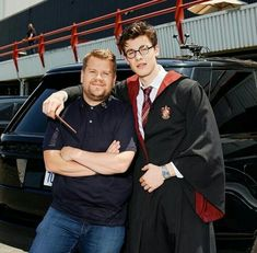Shawn Mendes with James Harry Porter Costume Avatar Art, Karaoke, Harry Potter Star Wars, Hogwarts, Shawn Mendes Harry Potter, Shawn Mendes 3, Daddy, Chon Mendes, Mendes Army