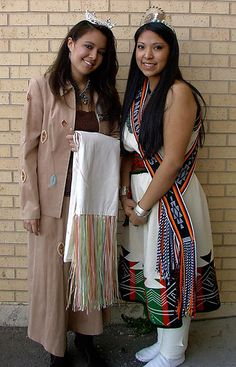 """Joan Marie Yazze-Gallegos """"Miss Rio Rancho at the local Pow Wow in Albuquerque, New Mexico. Where the Army Reservists hosted the event.and here Joan Marie is with the newly crowned APS Native American Queen. Native American Dolls, Native American Wisdom, Native American Beauty, American Spirit, American Indian Art, Native American History, Native American Indians, American Girls, Pow Wow"""