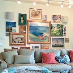 Susan Serra - contemporary home - colorful livingroom - lovely art wall Classic Living Room, Elegant Living Room, Contemporary Decor, Modern Decor, Modern Style Homes, Classical Art, Hanging Art, Picture Walls, Photo Walls
