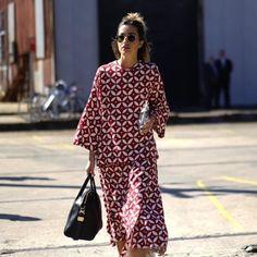Stunning 46 Amazing Ideas To Use Batik For Your Daily Wear Batik Fashion, Hijab Fashion, Fashion Outfits, Look Fashion, Trendy Fashion, Womens Fashion, Fashion Design, Net Fashion, Fashion Prints