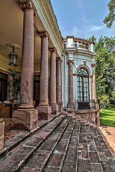 la terraza Norponiente del casco de la Ex-Hacienda San Diego, misma que se encuentra a tan sólo unos kilómetros de la ciudad de Cocula en el municipio del mismo nombre en Jalisco, México. El origen de esta propiedad data del siglo XVIII.