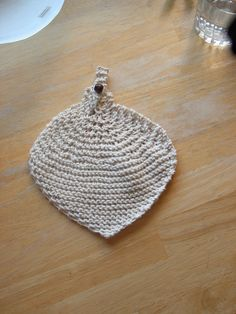 Knitting stuff and going on and on.: A very colourful day. Leaf shaped dishcloth. Free patterns.