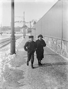 Telakkakatu, Hietalahti in the background. Helsinki   by Svenska litteratursällskapet i Finland  Foto Gustaf Sandberg n. 1900.