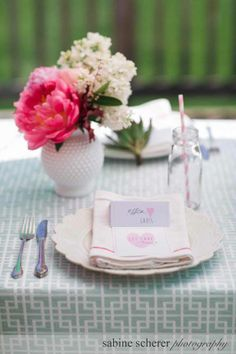 Centerpieces by Kate's Blossoms Photography by Sabine Scherer Design by And Something Blue