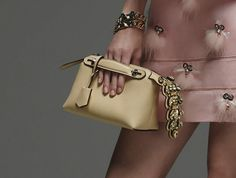Leather Bag Design, Leather Clutch, Michael Kors Hamilton, Michael Kors Jet Set, Types Of Bag, Fashion Essentials, Balenciaga City Bag, Luxury Handbags, Fashion Details