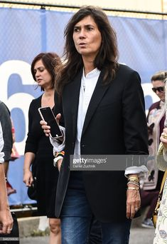 News Photo : Emmanuelle Alt is seen outside the Coach show. Emmanuelle Alt, New York Fashion, Alter, The Outsiders, Trousers, Vogue, News, Women, Style