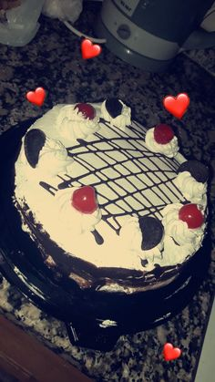Happy Birthday Chocolate Cake, Happy Birthday Cake Images, Birthday Chocolates, Cake Story, Bithday Cake, Yummy Ice Cream, Snap Food, Food Snapchat, Arabic Food
