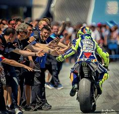 VR Motogp Valentino Rossi, Valentino Rossi 46, Motorcycle Racers, Moto Bike, Vale Rossi, Nicky Hayden, Vr46, Super Bikes, Street Bikes