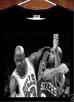 Basketball Photos: Michael Jordan and Charles Barkley Basketball Photos, Love And Basketball, Basketball Players, Basketball Scoreboard, Xavier Basketball, Fantasy Basketball, Bulls Basketball, Basketball Legends, Basketball Uniforms