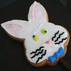 #aliceinwonderland #madhare #royalicing #glasareal #royalicingart #royalicingcookies #art #arte #cookies #galleta #edible #comestible #aliciaenelpaisdelasmaravillas #liebre #liebreloca #ilsucre #sucresweetmemories #wiskers #bowtie #bigotes #corbatademoño