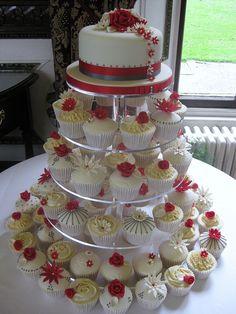 Beautiful wedding...cupcakes ; )