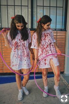 Check out our latest Halloween Costumes Ideas for Women Unique article. Learn about Halloween Costumes DIY Teen Girls Friends, Halloween Costumes, College Couples Funny, Halloween Costumes, DIY Colleg Halloween Costume Zombie, Partner Halloween Costumes, Cute Halloween Costumes For Teens, Looks Halloween, Easy Costumes, Zombie Costume Women, Halloween Tumblr, Costume Ideas, Teen Costume Diy