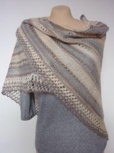 Classic triangular shawl, slightly openwork - Knitting 01 Crochet Boots, Knit Or Crochet, Crochet Shawl, Lace Scarf, Cowl Scarf, Shawl Patterns, Knitting Patterns Free, Knitted Poncho, Knitted Shawls