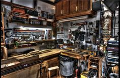 Coolest Garage Workshop Ideas Looks Manly - Decor Life Style Basement Workshop, Workshop Studio, Home Workshop, Workshop Ideas, Garage Tools, Garage Shop, Woodworking Shop, Woodworking Plans, Woodworking Basics