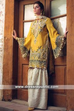 Shop from a very affordable range of a wide color palette and breezy summer fabric with attractive prints. Ittehad women's fashion collection latest lawn kurtis, unstitched lawn suits, women lawn dresses from Ittehad Textiles at best price in Pakistan. Elegant Dresses Classy, Stylish Dresses For Girls, Stylish Dress Designs, Casual Dresses, Fashion Dresses, Beautiful Dresses, Pakistani Fancy Dresses, Pakistani Dress Design, Pakistani Designers